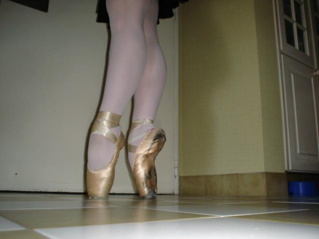 right Pointe Shoe